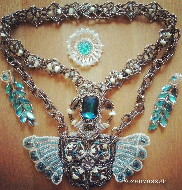#handmade #strass #necklace #handcraft #handmadenecklace #jewelry #colar #fashion #beauty #beads #glassbeads #beading #handmadejewelry #колье #украшение #бижутерия #кольесвоимируками #своимируками #ручнаяработа #бисер #стразы бисерное колье ручной работы