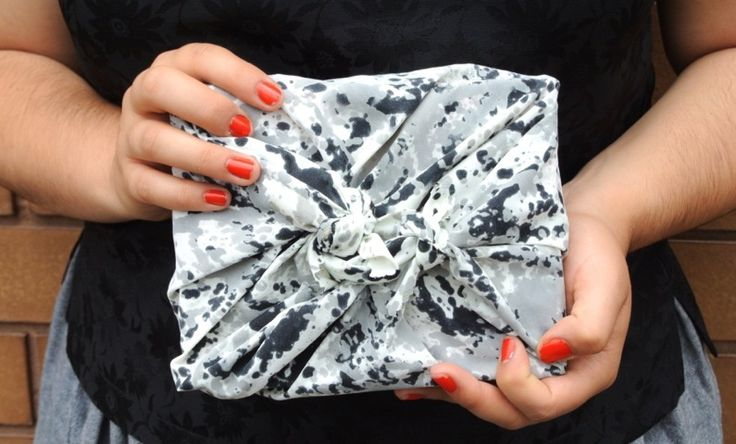 MAKE – DIY Christmas wrapping (via @Three Thousand)