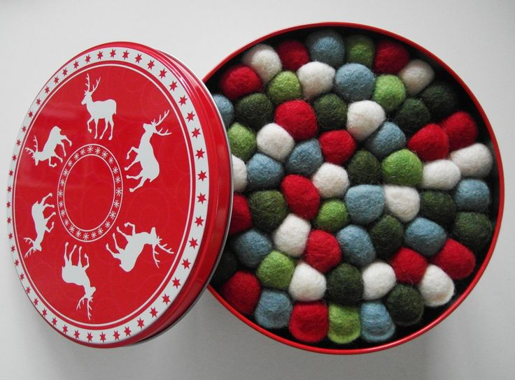 JuleGryteunderlag - på bordet molekule - kuletepper