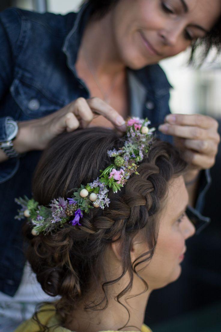 Foto: Tino Writz #weddingmakeup #blumenkranz #haare #frisur #hairstyling