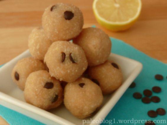 Paleo kokosovo-citrónové kuličky s kousky čokolády, nepečené / paleo raw coconut-lemon balls with choc chips