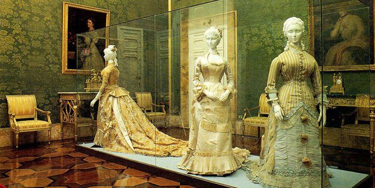 En el Palacio Pitti visita la fantástica Galería del Vestuario - http://www.absolutitalia.com/en-el-palacio-pitti-visita-la-fantastica-galeria-del-vestuario/