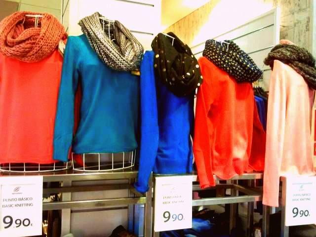 Jerseys coloridos acompañados de fulares precio-calidad