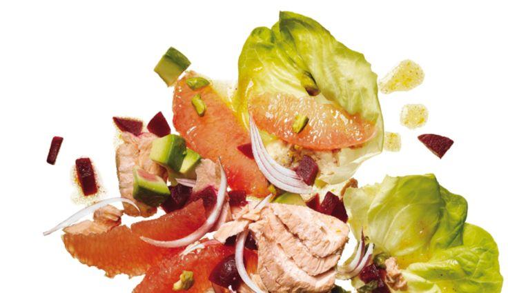Es lässt sich viel mehr aus Avocados zaubern, als nur Guacamole. Das zarte Innenleben der Avocado schmeckt auch in Salaten, im Wrap oder im grünen Smoothie