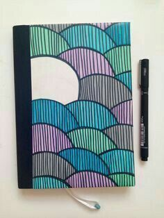 Decora tus cuadernos con bolígrafos de colores.