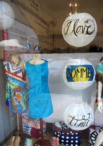 Calligraphy, copywriting & store windows | Marika Salerno & Alessia Attanasio for Giralamoda Lab