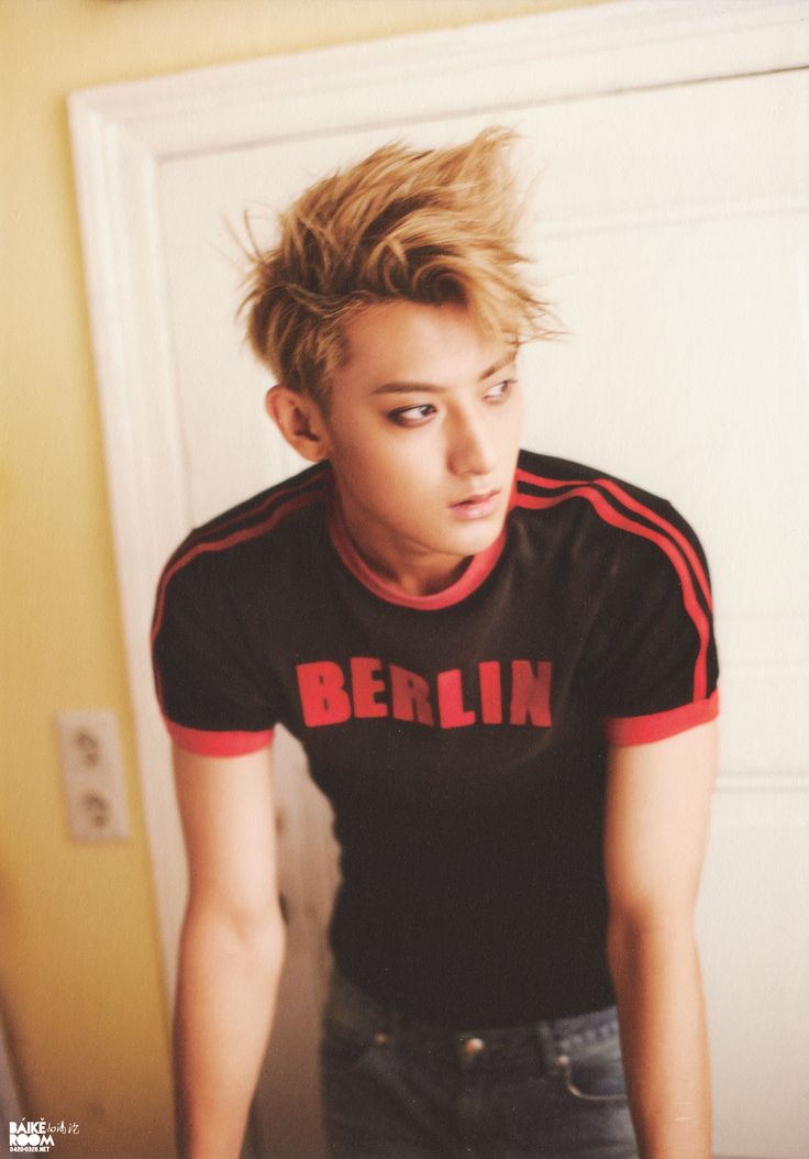 My mom called Tao 'Girlish' and I honestly wanted to laugh and show her this picture, like bitch DOES HE LOOK LIKE HE HAS A GIRL BODY?! NO! LOOK AT DEM MUSCLES