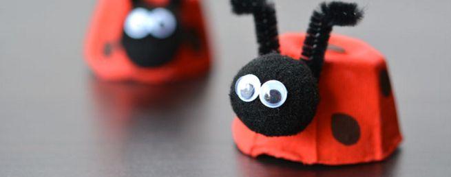 Lieveheersbeestjes zien er altijd zo leuk en schattig uit, en dat zien kinderen vaak ook al! Ze vallen op door het rode kleur, en ze zijn ook nog eens heel rond! Je kan ze ook makkelijk zelf maken van een oude eierdoos en wat verf, samen met je kids. Heel makkelijk, en ze vinden het …