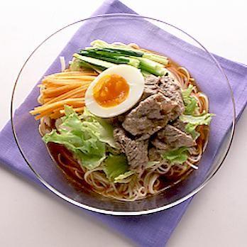 牛しゃぶサラダそうめん | 石原洋子さんのそうめん・ひやむぎの料理レシピ | プロの簡単料理レシピはレタスクラブニュース