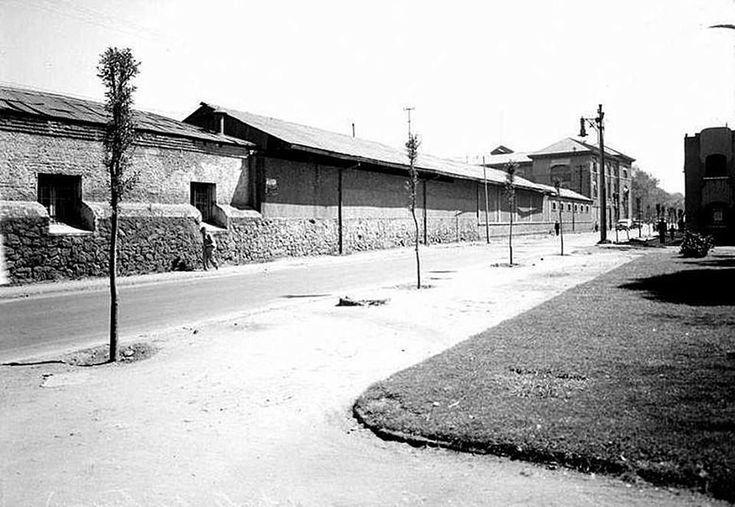 Calle de Manuel Villalongin, de la hoy colonia San Rafael, en la zona centro de la Ciudad de México. Foto de 1934.