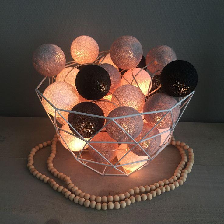 Draadmand met cottonballs | #interior #grijs #zwart #wit #woonketting #hout #actionnederland