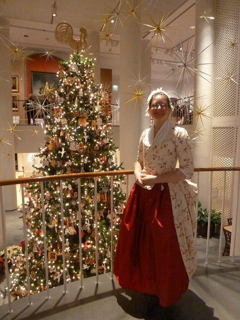#ColonialWilliamsburg #Christmas Love Her Dress!