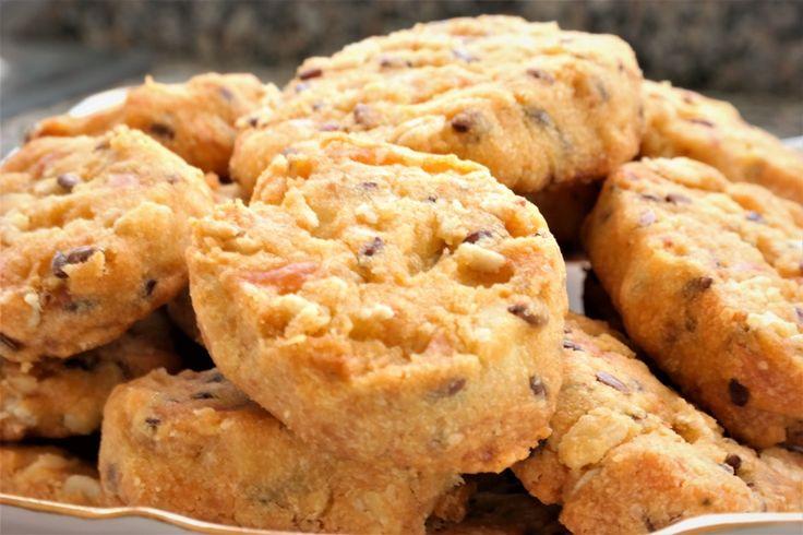 MERCİMEK UNLU KURABİYE; Sağlıklı ve bir o kadar da besleyici olan sarı mercimek unu ile atıştırmalık tuzlu kurabiyeler hazırladım. Lezzeti zenginleştirmek için peynir ve keten tohumu kattığım kurabiyeler kıyır kıyır oldular. http://www.aylademir.com.tr/2017/03/mercimek-unlu-kurabiye.html