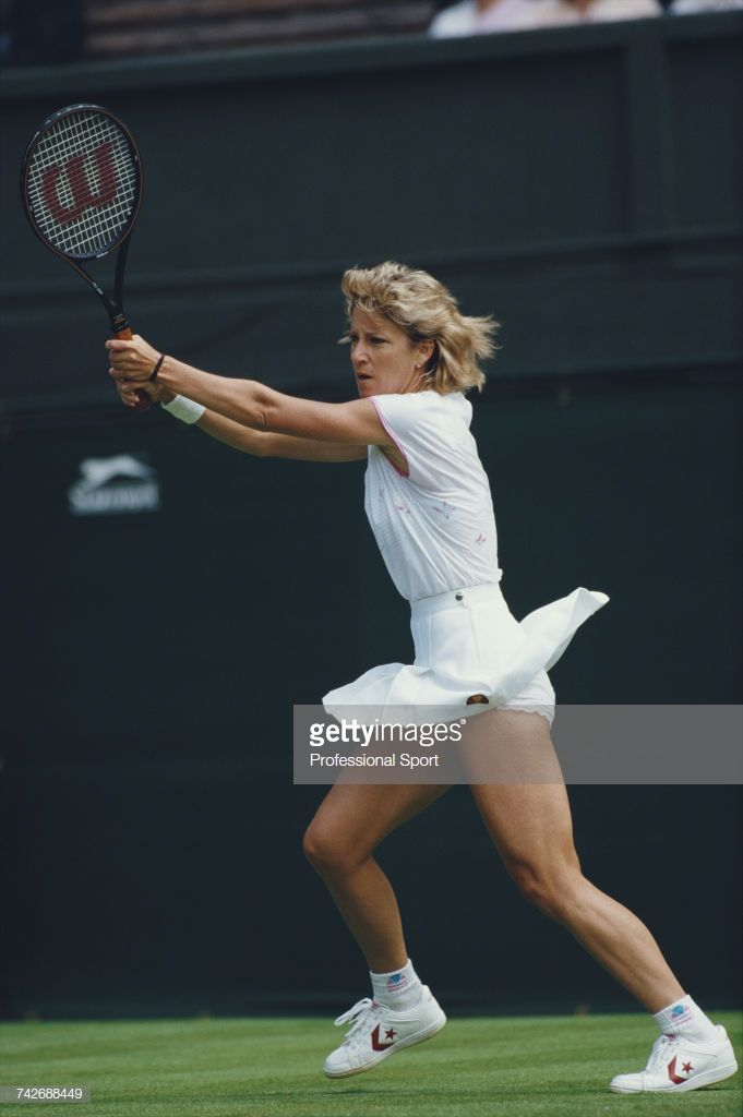 American Tennis Player Chris Evert Pictured In Action During Progress Chris Evert Tennis Players Female American Tennis Players