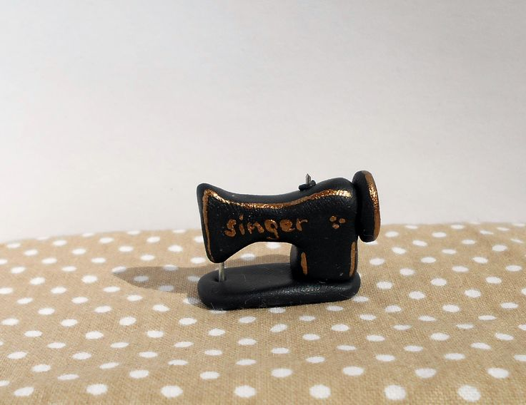 Miniature sewing machine   https://www.etsy.com/listing/254807787/dollhouse-sewing-desk-with-miniature?ref=shop_home_active_1 https://fluffycraftcloud.wordpress.com/2015/09/21/33/ #miniature #sewing #dollhouse #diy #handmade #sewingsupplies #miniature #shabby #chic #diy #handmade #polymer #clay #polymerclay #cute