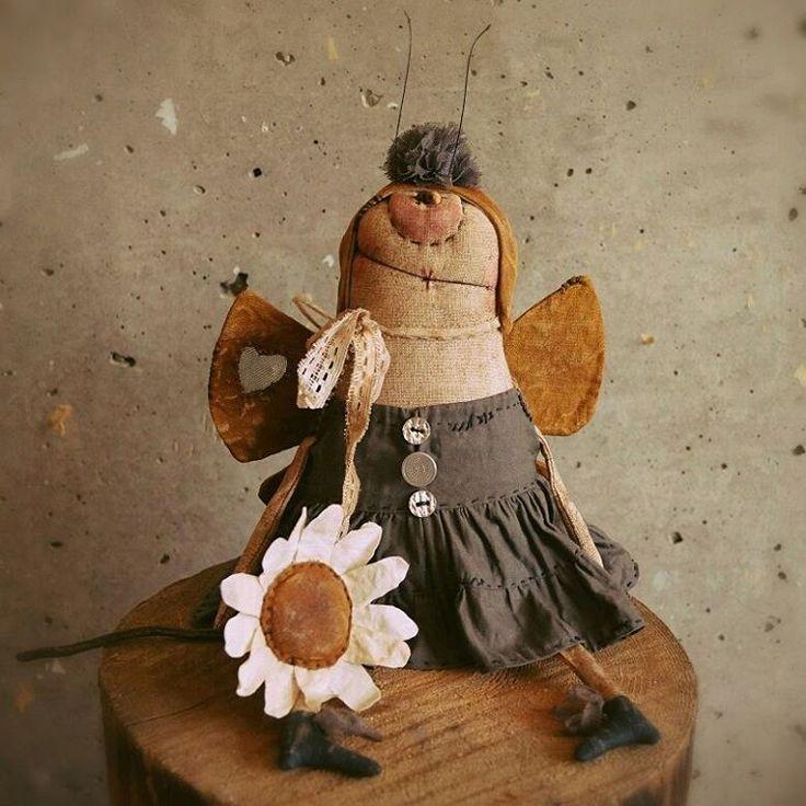 Доброго всем воскресенья  забыла показать бабочку , она давно уже долетела в теплые края нашей страны ))) исправляюсь))) #моинаивныепримитивы #бабочка #наивноеискусство