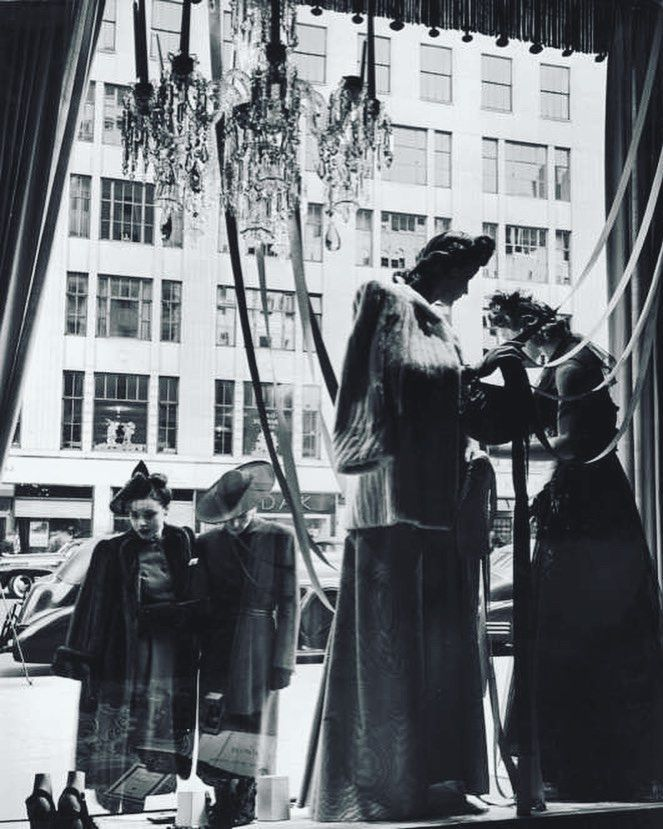 """BERGDORF GOODMAN, (1942), New York, """"Listen Yolanda... Every girl has a pair of shoes that can only be worn when sitting down"""", photo by VIU - Visual Identidade Única, pinned by Ton van der Veer"""