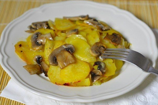 Culinary Notebook | Potatoes with mushrooms in cream | http://recipessea.com