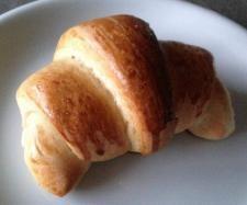 Rezept Softe Dinkel-Hörnchen - leicht mürbes Hefegebäck mit zartem Buttergeschmack  - Ideal zum Frühstück oder für die Vesperbox  von winki77 - Rezept der Kategorie Brot & Brötchen