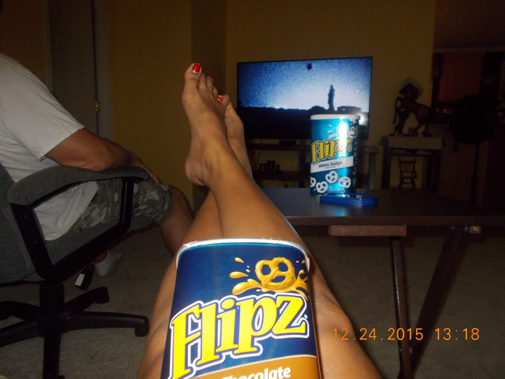 Movie night with my love.. flipz chocolate coverred pretzel for our snacks! its the best! Thank you @smiley360 for the free Flipz snack!