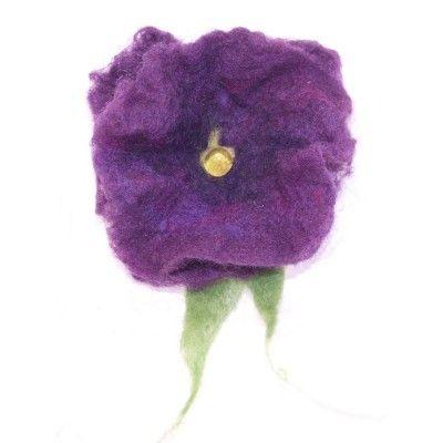 Nemezelt lila pipacs kitűző fusing gyönggyel - Nemez ékszer - Nemez kitűző