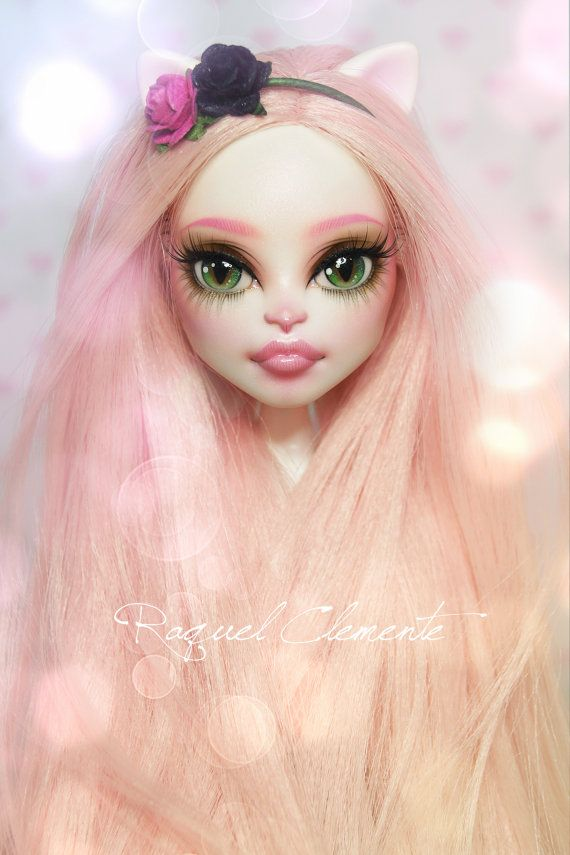 Monster high repaint custom faceup Catrine