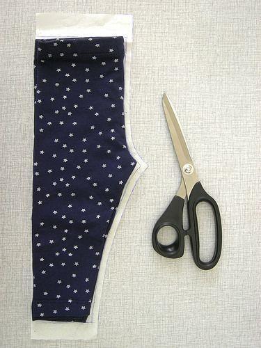 Ook een leuk idee voor de #DIY ers: Hema legging als patroon voor leuke babybroekjes!