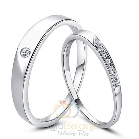 Tampilramping dan minimalis, Cincin Indrani memberikan warna baru di koleksi Cincin pernikahan koleksi kami. Finishing kilap dari bahan perak 925 yang telah dilapis dengan rhodium warna emas putih mempercantik cincin pasangan ini. Meskipun performanya berbeda, cincin ini tetap nampak serasi. Pemasangan batu zircon putih disesuakan dengan kebutuhan, dimana cincin pasangan wanita dipasang lebih banyak untuk...  Read more »