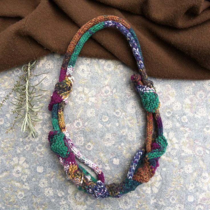 Uniek gebreid multicolor rustieke sieraden OOAK vezel