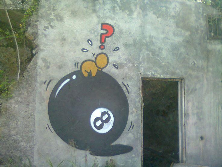 Depuis que je suis à la Réunion, j'ai remarqué que certains murs étaient souvent ornés de graffitis.   Un petit personnage nommé gouzou, à ...