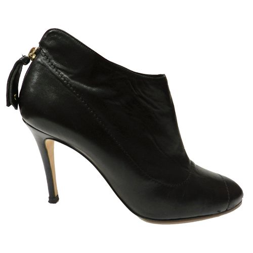 Estos botines cortos de Carolina Herrera son ideales y a un precio increíble. Y tú ¿compras o vendes?  #CarolinaHerrera #zapatos #complementos #SegundaMano