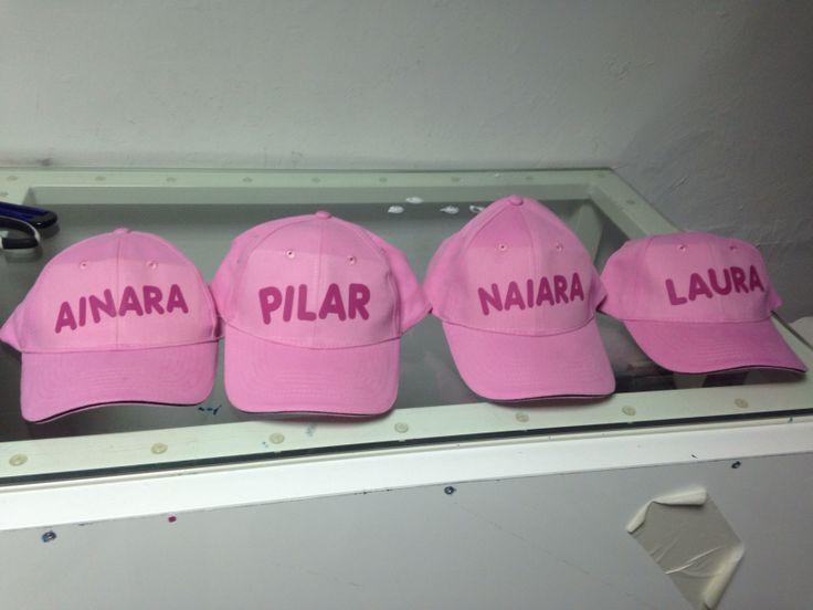 Gorras rosas personalizadas con nombre o frase en color fucsia, ideales para las mujeres o las niñas de la casa, un increíble regalo personalizado para este verano caluroso por sólo 4,70€