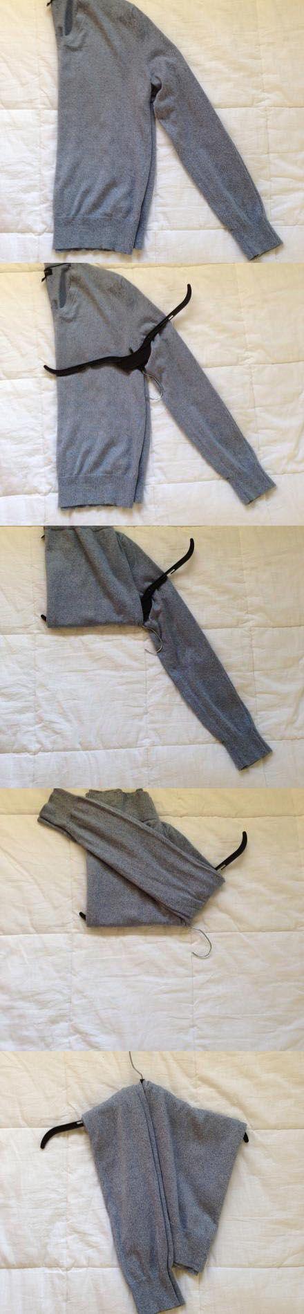 Как повесить на вешалку свитер или ковту