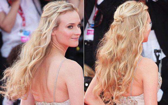 Semipreso com nozinho: esse cabelo usado por Diane Kruger no Festival de Veneza de 2011 deixou a atriz parecendo uma fada! Depois de deixar todo o comprimento levemente ondulado, puxe duas mechas da franja para trás, faça um nozinho nos fios e prenda-os com grampos para não soltar.