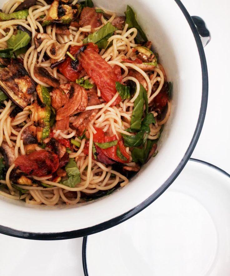 Para esos días con prisas: Rápida pasta con vegetales asados, aceite de oliva y ajo.
