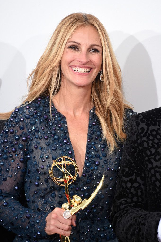 """Julia Roberts Photos Photos - Actress Julia Roberts , winner of the Outstanding Television Movie Award for poses in the """"The Normal Heart """" poses in the press room during the 66th Annual Primetime Emmy Awards held at Nokia Theatre L.A. Live on August 25, 2014 in Los Angeles, California. - 66th Annual Primetime Emmy Awards Press Room"""