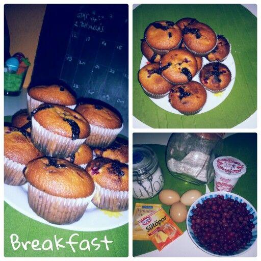 Breakfast Muffin ( with chocolate cream and raspberry)