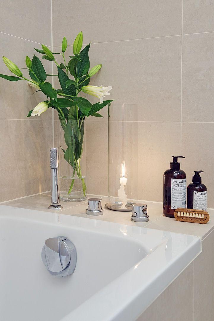 Ett lyxigt inbyggt badkar är få förunnat på 47 kvm