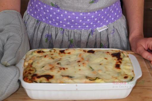 Italská kuchyně pro Čechy a Slováky - Dnešní lasagne slososem a cuketami představují skvělý jediný chod pro celou rodinu. Pro svou jemnou a měkk
