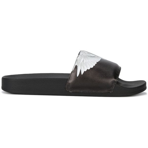 Marcelo Burlon County Of Milan Aish pool slides ($155) ❤ liked on Polyvore featuring men's fashion, men's shoes, men's sandals, black, mens woven leather slip-on shoes, black and white mens shoes, mens flat shoes, mens slip on sandals and mens leather slip on shoes