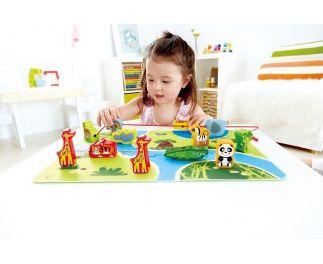 Prachtige en kwalitatieve speelset bestaande uit vier vilten puzzelstukken die een jungle vormen en vrolijke houten dieren die kunnen lopen ...