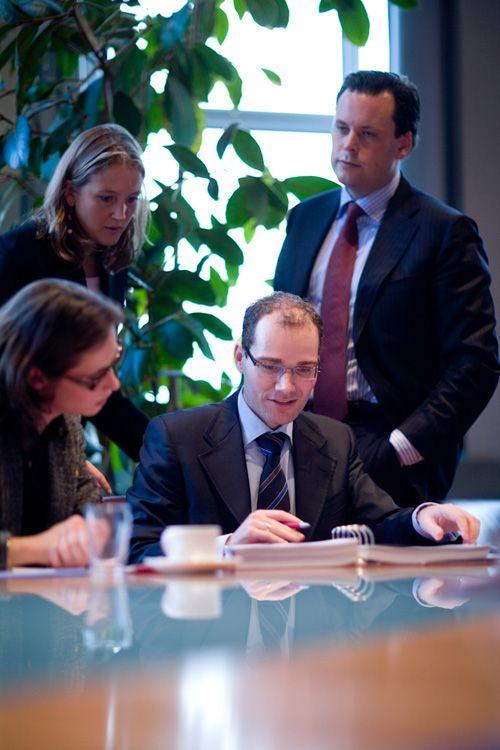 groepsfoto zakenlui in actie. (kleur, scherpte/diepte)