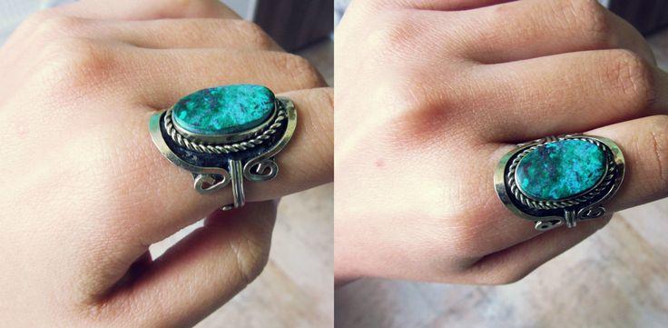 Rustic ring with turquoise stone bought at the fair in San Telmo, Buenos Aires. - Anel de prata com uma pedra manchada turquesa comprada na Feira de San Telmo, Buenos Aires