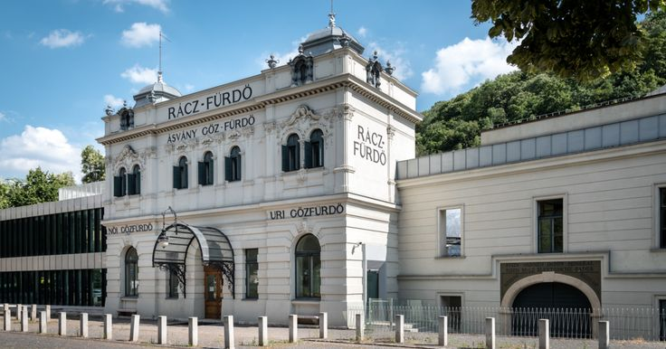 If certain buildings could speak, they would tell myriads of stories. The Rácz Bath is one of these buildings: it hasn't even been re-opened following the reconstruction...