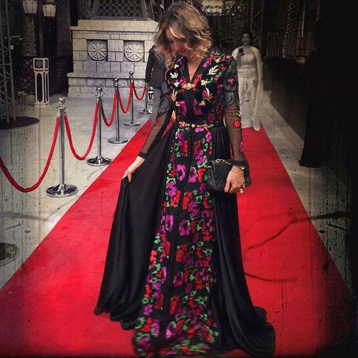 « على السجادة الحمراء الليلة من حفل افتتاح #مهرجان_دبي_السينمائي … السينما و الأزياء … #سلمى_بنعمر #دبي #قفطان_مغربي »