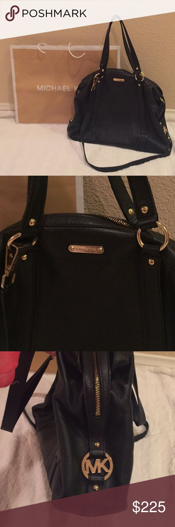 💯Authentic Extra Large Leather Michael Kors Bag🌟 Authentic beautiful extra large leather Michael Kors Bag in mint condition! No signs of wear this is a gorgeous bag with plenty of storage it measures 16 inches wide and 12 inches deep, has removable strap, comes Michael Kors shopping bag, thanks for looking 😊 Michael Kors Bags