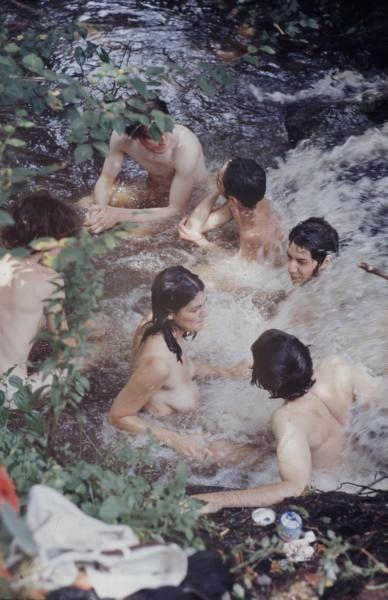 Communal bathing at Woodstock #swimming #nue