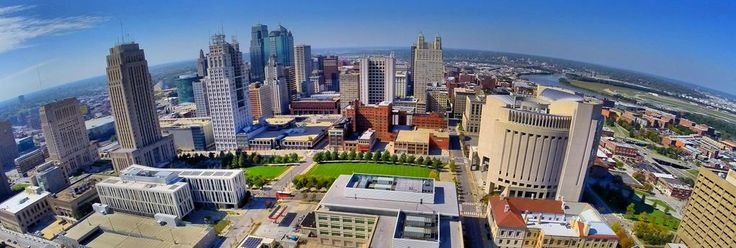 Check out our new Twitter header photo showing the KCMO skyline including City Hall courtesy of @FXHex