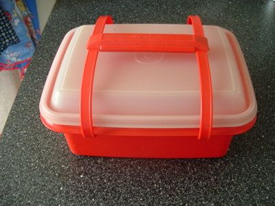 Tupperware lunchboxes