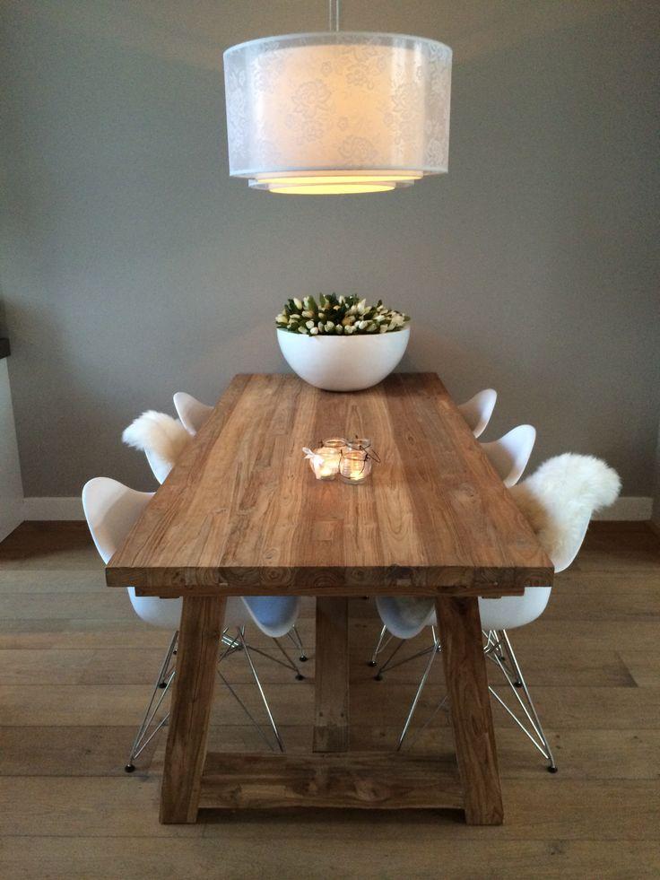 Kloostertafel I witte design stoelen I eames stoel I eettafel I eethoek